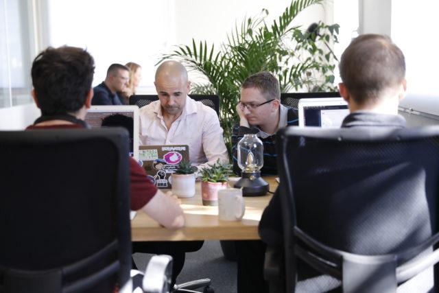 Yoozly, agence web à Lille, renforce sa team de développeur web !